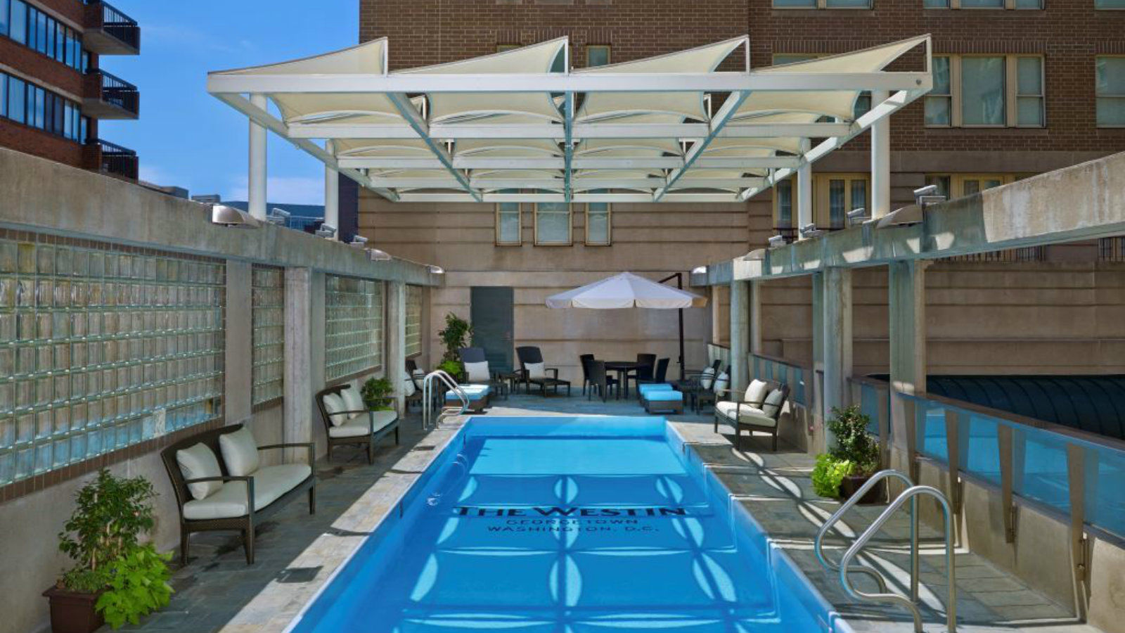 Hotel Features | Outdoor Pool